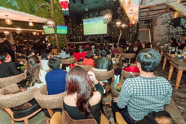 Mô hình quán cà phê bóng đá